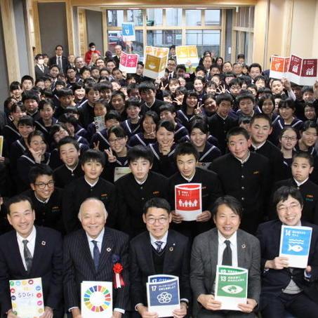 「SDGs未来都市」に選定された熊本県小国町で、からし蓮根が凱旋漫才!中学生とSDGsゲーム大会も開催熊本県