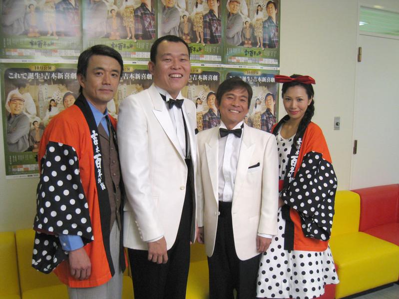 を舞台に、おなじみ「吉本新喜劇」の誕生記を描きます。軸となるのは花紀京と岡八郎、ふたりの天才喜劇役者。その若かりし頃を、内場勝則、千原せいじ が演じます。