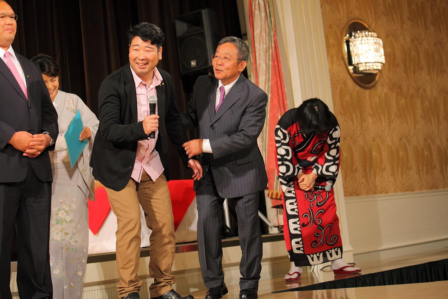 http://news.yoshimoto.co.jp/photos/uncategorized/2015/06/29/20150629180449-575491370617a7b5decfa6f6bcdbd5a0ced4450e.jpg